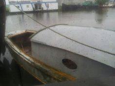 Het bootje langs zij gehaald. De harde werkzaamheden van pa zijn er niet meer aan af te zien maar hebben hem genoeg geconserveerd!