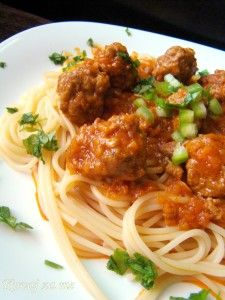 Spaghetti with meatballs Tasty, Yummy Food, Spaghetti And Meatballs, Main Dishes, Meals, Ethnic Recipes, Main Course Dishes, Entrees, Delicious Food