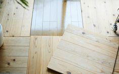 じぶんで編集する、コンパクトな団地くらし。 | MUJI SUPPORT 事例集 | 無印良品 Hardwood Floors, Flooring, Interior Concept, Bamboo Cutting Board, Crafts, Wood Floor Tiles, Wood Flooring, Manualidades, Handmade Crafts