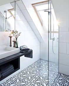 """1,854 Synes godt om, 16 kommentarer – BO BEDRE (@bobedredk) på Instagram: """"Hvem ønsker sig at tage et morgenbad her? Skøn mosaik og ro på badeværelset.⠀ Regram:…"""""""