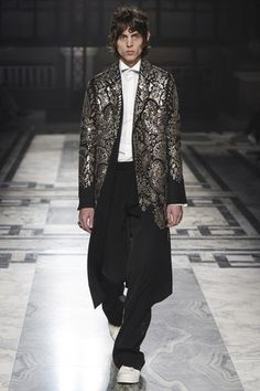 See the complete Alexander McQueen Fall 2016 Menswear collection.