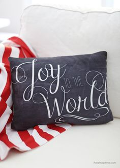 Free Christmas designs -love this pillow!