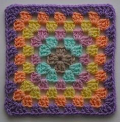 FREE Motif Monday: Granny Square | Sarah London | pattern written in UK/AUS abbreviations