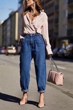 Summer Office Outfits, Summer Workout Outfits, Outfit Office, Casual Heels Outfit, Casual Work Outfits, Fashionable Outfits, Boy Outfits, Mom Jeans Outfit, Denim Outfit