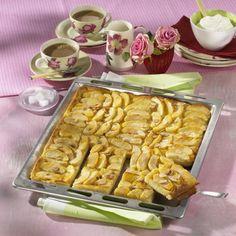 Apfelkuchen aus Hefeteig vom Blech Rezept | LECKER