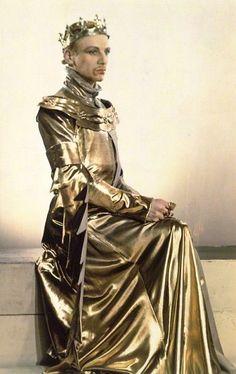 Madame Yevonde photo of John Gielgud as Richard II for Richard of Bordeaux, c.1933.