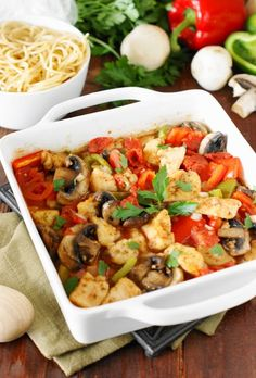 Flavorful, tender, and easy . this Easy Baked Chicken Cacciatore is simple enough to be a great weeknight go-to meal. Paleo, Keto, Easy Baked Chicken, Chicken Recipes, Smoothies, Fun Easy Recipes, Yummy Recipes, Yummy Food, Kitchens