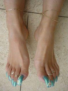 Pretty Toe Nails, Pretty Toes, Feet Soles, Women's Feet, Long Toenails, Emma Willis, Nails Only, Lots Of Makeup, Feet Nails