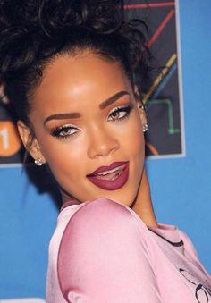 Her eyebrow shape, upper and lower lashes, eyeliner, lipstick & lipliner | Rihanna - Make up glamour