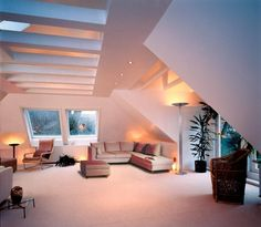 wohnideen-dachschragen-verschiedene-lichtquellen