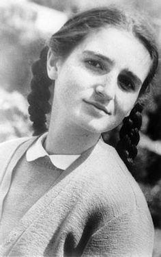 """türkan saylan gençliği -Ödülleri 1996'da İstanbul Üniversitesi kendisine """"Atatürk İlke ve Devrimleri"""" ödülünü vermiştir. İngiltere dermatologlarının derneği olan Dowling Kulübü (1978) ve """"Kuzey Amerika Klinik Dermatoloji Derneği"""" (1996) tarafından onur üyesi seçilmiştir. Bugüne kadar çok sayıda ödüle layık görülmüştür. """"Atatürk İlke ve Devrimleri Ödülü"""" İstanbul Üniversitesi (1996), """"Ülkemizde Yılın Kadını Ödülü"""" (1990), """"Melvin Jones Ödülü"""" (1991), """"Atatürkçü Düşünceye Hizmet Ödülü"""" İncirli…"""