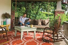 Porches and Patios: Bungalow Porch - Porch and Patio Design Inspiration - Southern Living Bungalow Porch, Bungalow Ideas, Bungalow Interiors, Bungalow Homes, Outdoor Rooms, Outdoor Living, Outdoor Decor, Summer Porch, Arquitetura
