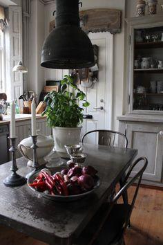 K&Co.: Carl Larsson vs. Industriel Vintage... Pretty Danish kitchen.