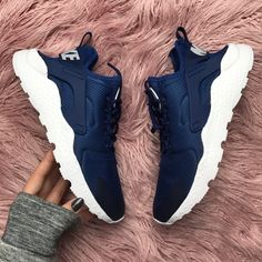 Roshe Shoes, Nike Shoes, Sneakers Nike, High Heel Boots, Heeled Boots, Flip Flop Sandals, Shoes Sandals, 19th Birthday, Workout Shoes