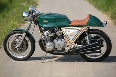 Inline 6 cylinder! Benelli Cafe Racer 750 Sei by Julius Bott. Esta Benelli de seis cilindros es una auténtica racer con la que podrás rodar con mucha clase >>>...