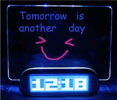 Toh Querendo: Despertador Fluorescente - Mensagem Digital 4 portas USB