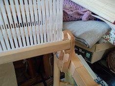 Après les explications pour monter la chaîne, voici le début du tissage et, quelques indications pour que votre travail soit agréable à construire et réussi. Voici, Home Appliances, Textiles, Horsehair, Hand Weaving, Divider Screen, Twine, Spool Knitting, House Appliances