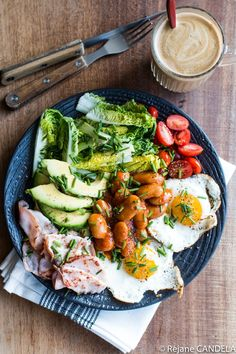 Complete Brunch Plate - Food for Love - Assiette Complète - Salad Recipes Healthy Healthy Brunch, Easy Healthy Breakfast, Healthy Salad Recipes, Healthy Chicken Recipes, Brunch Drinks, Brunch Food, Brunch Buffet, Brunch Recipes, Easy Dinner Recipes