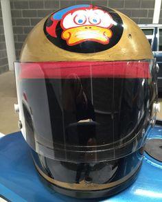 Sheene conquers the world – 40 years ago today Motorcycle Racers, Motorcycle Helmets, 40 Years Ago Today, Motorsport Magazine, Arai Helmets, Custom Helmets, Sports Magazine, Helmet Design, Old Bikes