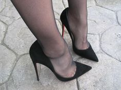 just pumps: Photo High Heels Boots, Black High Heels, Pumps Heels, Pantyhose Heels, Stockings Heels, Talons Sexy, Black Stiletto Heels, Beautiful High Heels, Sexy Legs And Heels