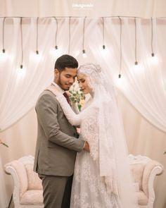 Rojê👸 Pinterest:@RojeFAbdollah Wedding Abaya, Muslimah Wedding Dress, Hijab Wedding Dresses, Disney Wedding Dresses, Bridal Hijab, Hijab Bride, Foto Wedding, Wedding Bride, Akad Nikah