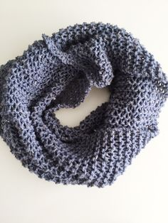 Met deze steek ben je snel klaar. Brei een sjaal die je op meerdere manieren kunt dragen met de luiewijven steek. In dit blog staat het patroon.