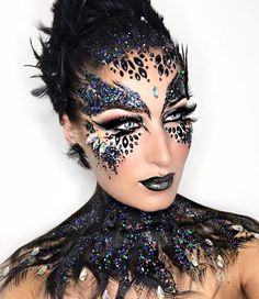 Best Cool Halloween Makeup Looks Ideas Peacock Makeup, Bird Makeup, Clown Makeup, Costume Makeup, Animal Makeup, Sfx Makeup, Clown Halloween, Cool Halloween Makeup, Pretty Halloween