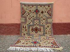 Tapis marocain, tapis gris tissé à la main, tapis Kilim, tapis tissé à plat, tapis gris, tapis berbère, tapis Boho, tapis fait main 2 de la boutique timitar sur Etsy Morrocan Rug, Moroccan Berber Rug, Berber Carpet, Types Of Rugs, Hallway Rug, Room Rugs, Woven Rug, Tribal Rug, Kilim Rugs