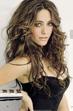 Emmy Rossum (USA - actress & singer/songwriter - beauty-eyed nextdoor girl - look behind you Angelina! MY GIRL CRUSH Hair Styles 2016, Curly Hair Styles, Easy Hairstyles, Straight Hairstyles, Emmy Rossum, Brunette To Blonde, Long Wavy Hair, Pretty Face, Hair Lengths