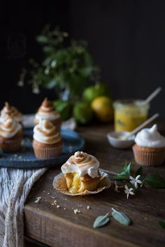 Cupcake Fun Desserts, Delicious Desserts, Dessert Recipes, Yummy Food, Cupcake Photography, Dark Food Photography, Pastry Recipes, Baking Recipes, Key Food