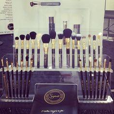 Makeup brush kit makeup cosmetics make-up brush kit (who need this many brushes?! Lol) I do want some sigma brushes though :)