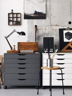 ALEX ladeblok | Deze pin repinnen wij om jullie te inspireren. IKEA IKEAnederland wooninspiratie inspiratie werkplek werkkamer opruimen opbergen stylish grijs wit