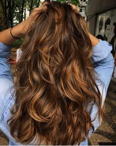 balayage bruin haar 49 Beautiful Light Brown Hair Color To Try For A New Look - Fabmood Medium Hair Styles, Curly Hair Styles, Hair Medium, Medium Brunette Hair, Medium Long, Brown Hair Colors, Caramel Brown Hair Color, Caramel Blonde, Caramel Balayage