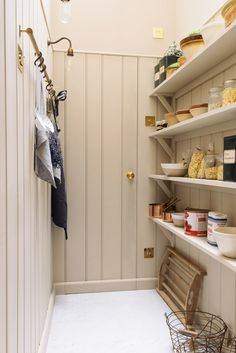Stunning Contemporary Pantry Pantry Design Ideas Stunning Contemporary Larder Pantry Design Ideas - Own Kitchen Pantry Kitchen Pantry Doors, Pantry Cupboard, Kitchen Pantry Design, Country Kitchen Designs, New Kitchen, Pantry Room, Pantry Storage, Kitchen Larder, Cupboard Ideas