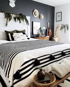 White And Black Blanket Handwoven Throw Tassel Blankets Pom Poms Boho Blanket Couverture Marocaine Moroccan Pom Pom Blankets - Schlafzimmer Black Blanket, Bohemian Bedrooms, Eclectic Bedrooms, Bohemian Bedding, Masculine Bedrooms, Boho Chic Bedroom, Gothic Bedroom, Bedroom Romantic, Cozy Bedroom