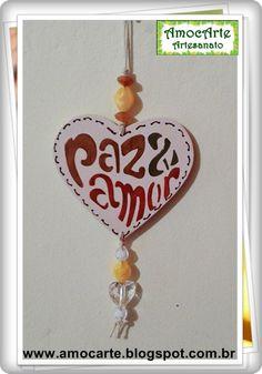 """Placa decorativa """"Paz & Amor"""" madeira http://www.amocarte.blogspot.com.br/"""