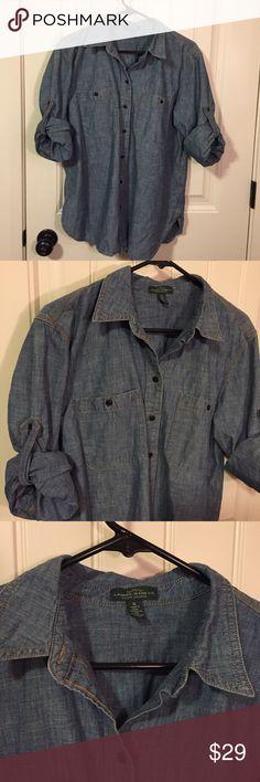 Ralph Lauren Chambray Button Down Ralph Lauren Chambray Button Down that is in perfect condition! Size XL. 100% cotton. Retails for $145. Lauren Ralph Lauren Tops Button Down Shirts