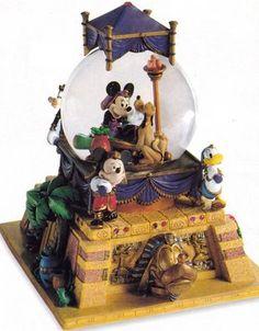 Disney Fab 5 Minnie as Cleopatra Snowglobe