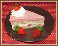 Rozpis: 500 g tvarohu ve vaničce 3 zakysané smetany (600 g) 150 g cukru 2 vanilkové cukry 250 g cukrářských piškotů 500 - 600 g jahod cukr na doslazení jahodového pyré 1 želatinový ztužovač Postup:Tva