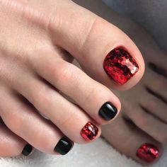 Nail art is a very popular trend these days and every woman you meet seems to have beautiful nails. It used to be that women would just go get a manicure or pedicure to get their nails trimmed and shaped with just a few coats of plain nail polish. Glitter Toe Nails, Black Toe Nails, Red Toenails, Black Nail Art, Fun Nails, Red Glitter, Glitter Art, Glitter Kunst, Glitter Bomb