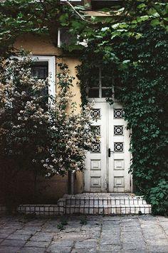 54 Trendy Ideas For Hidden Door Ideas Secret Doorway Ivy Outdoor Spaces, Outdoor Living, Beautiful Homes, Beautiful Places, Gazebos, Home Modern, H & M Home, Plein Air, Doorway
