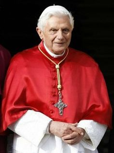 A reason which is deaf to the divine and which relegates religion into the realm of subcultures is incapable of entering into the dialogue of cultures. Papa B XVI Juan Pablo Ll, Spiritual Figures, Pope Benedict Xvi, Bride Of Christ, Pope John Paul Ii, God Loves Me, Religious Books, Pope Francis, Roman Catholic