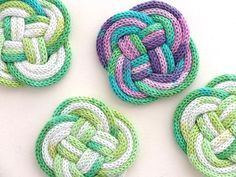 Smitten with these French knitted knot coasters from Cintia :: My Poppet