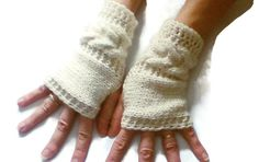 Yarn gloves with horseshoe cables, Statement gloves, hand knitted mittens, hand made gloves, retro chunky mitts - pinned by pin4etsy.com