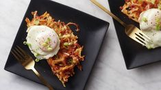 Don't start your day hungry! Whip up a quick bite for two—and by quick, we mean 15 minutes fast. Classic hash browns get a waffle maker treatment and a fried egg to top for a swift but satisfying bite for you and your boo. Hashbrown Waffles, 16 Bars, On Repeat, Ham And Cheese, Daiquiri, Cake Recipes, Brunch Recipes, Mini, Biscuit