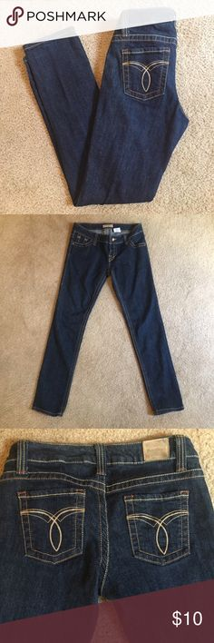 Paris Blues size 9 jeans Pre-owned jeans in excellent condition. The only sign of wear is some discoloration on the back name tag. 29 inch inseam Paris Blues Jeans Skinny