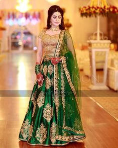 latest bollywood lehenga designs for wedding with price Green Bollywood Indian Party Wear online shopping lehenga designs for engagement Lehenga Choli Designs, Lehenga Choli Online, Bridal Lehenga Choli, Choli Dress, Walima Dress, Bollywood Lehenga, Indian Lehenga, Pakistani Wedding Outfits, Pakistani Bridal