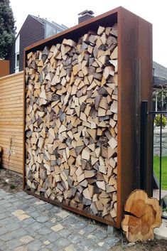 Concrete Fire Pits, Firewood Storage, Cool Deck, Wood Shed, Diy Fence, Diy Fire Pit, Garden Types, Outdoor Fire, Small Patio