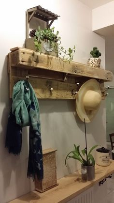 Porte-manteau en bois de palette Jessica Please make this! Pallet Coat Racks, Pallet Shelves, Wood Shelves, Pallet Furniture, Custom Furniture, Interior Design Pictures, Diy Pallet Projects, Wood Pallets, Pallet Wood