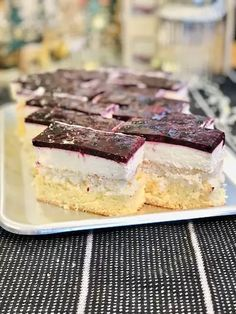 Prăjitura thank you fructe de pădure și crema de brânza Food Cakes, Tiramisu, Cake Recipes, Cheesecake, Deserts, Sweets, Ethnic Recipes, Decor, Cream